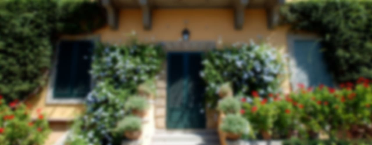 Casas de estilo clásico de RASPANTI PIETRA SERENA SRL Clásico