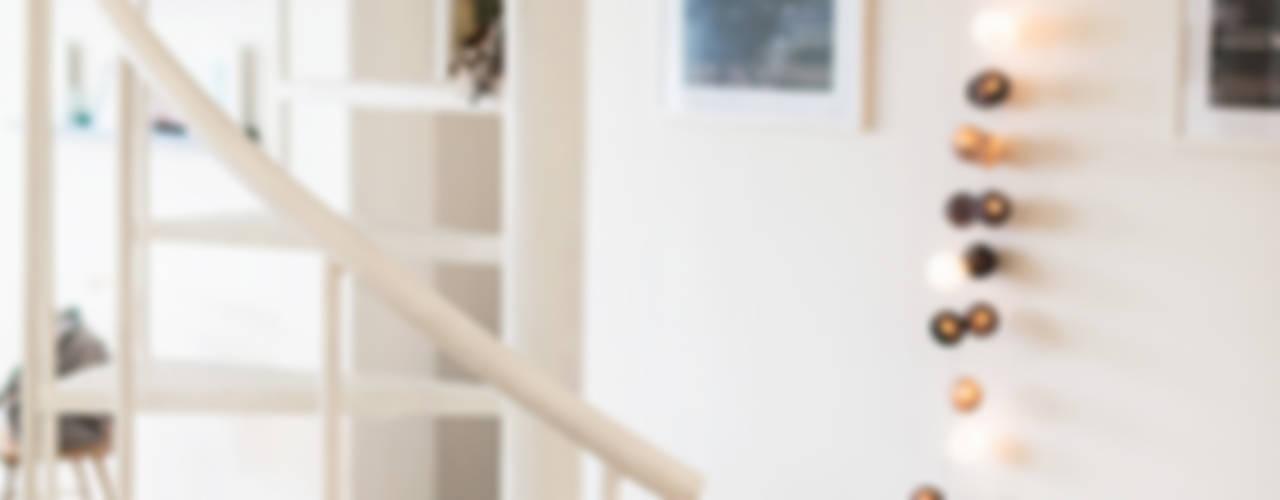Dom jednorodzinny w Redzie : styl , w kategorii Korytarz, przedpokój zaprojektowany przez PracowniaPolka,Skandynawski