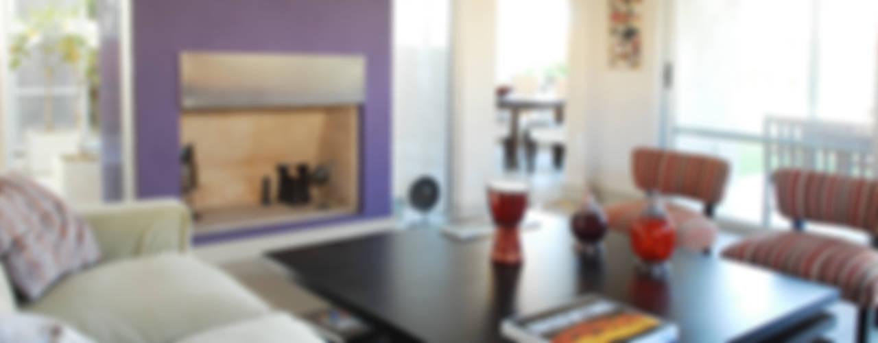 Moderna Piedra y Color: Livings de estilo  por LLACAY arquitectos,Moderno