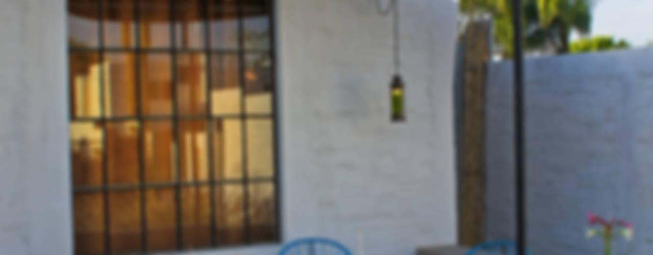 Casa Clemente: Casas de estilo  por Juan Carlos Loyo Arquitectura
