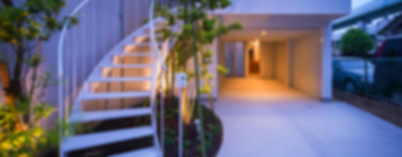 Nowoczesny balkon, taras i weranda od Nobuyoshi Hayashi Nowoczesny
