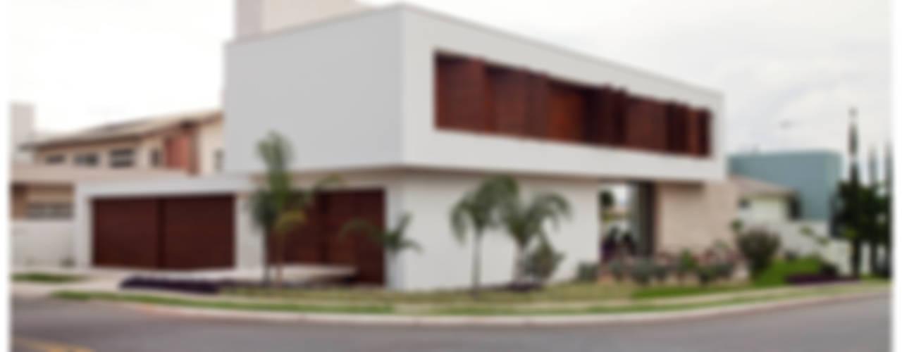 Casa Bulcão: Casas  por ANDRÉ BRANDÃO + MÁRCIA VARIZO arquitetura e interiores