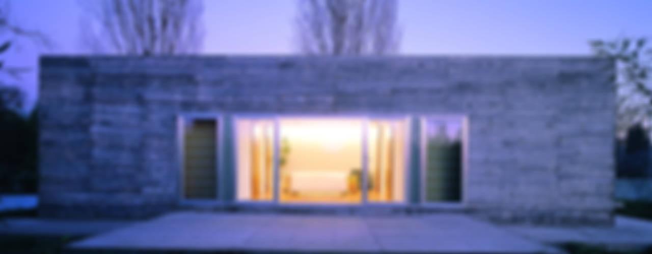 Projekty,  Domy zaprojektowane przez MARTIN MARTIN ARQUITECTOS, Minimalistyczny