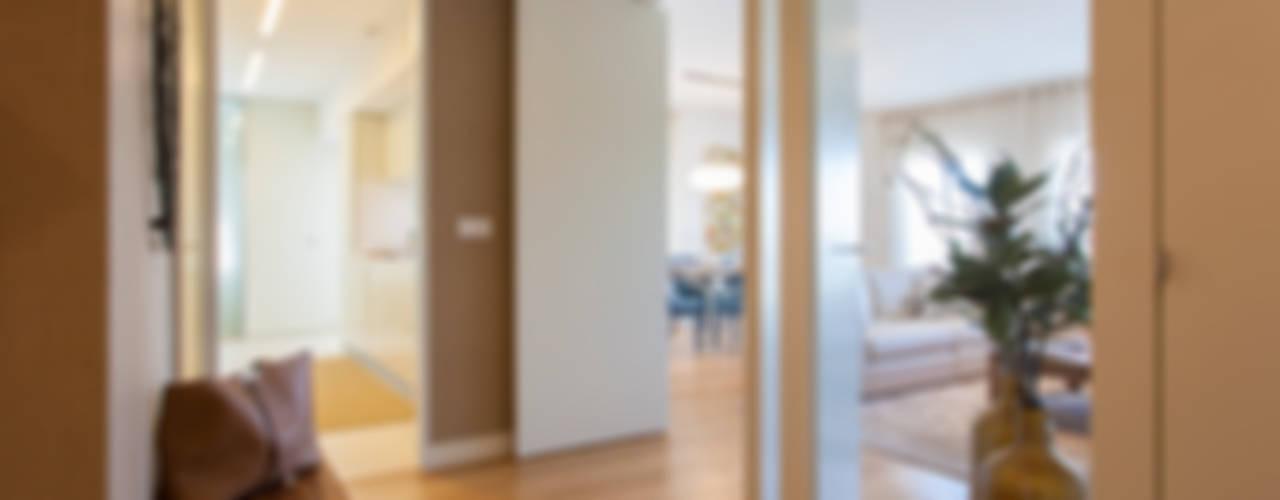 Коридор и прихожая в . Автор – Traço Magenta - Design de Interiores, Модерн