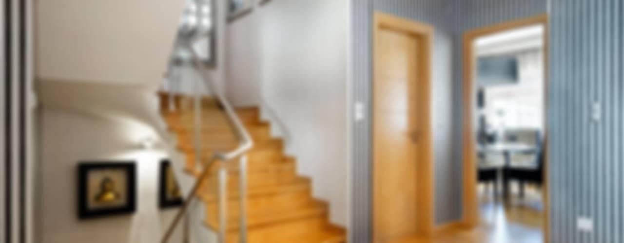 Modern corridor, hallway & stairs by 3L, Arquitectura e Remodelação de Interiores, Lda Modern