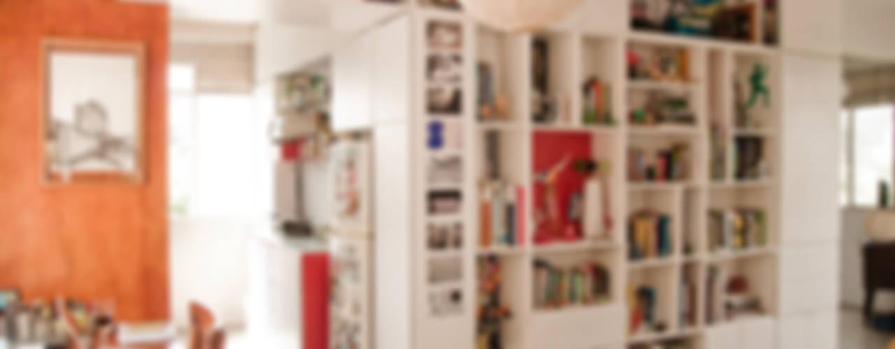 Apartamento en Las Acacias: Salas / recibidores de estilo  por PUNCH TAD