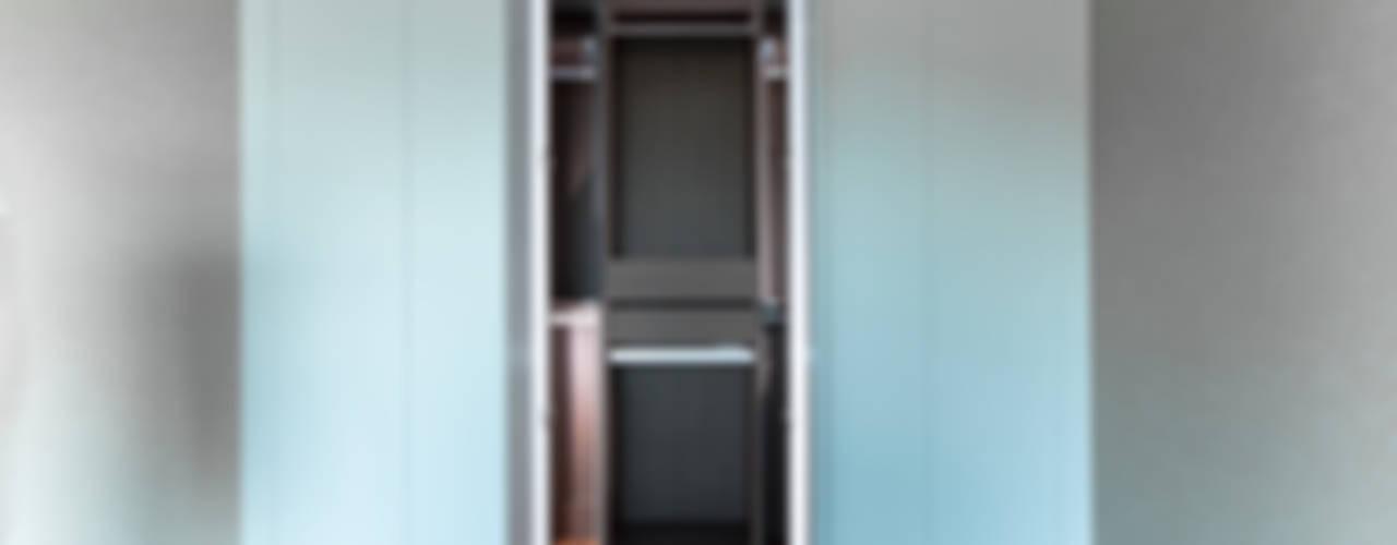 '갤러리하우스' 내가살고싶은집 모던스타일 드레싱 룸 by 디자인사무실 모던