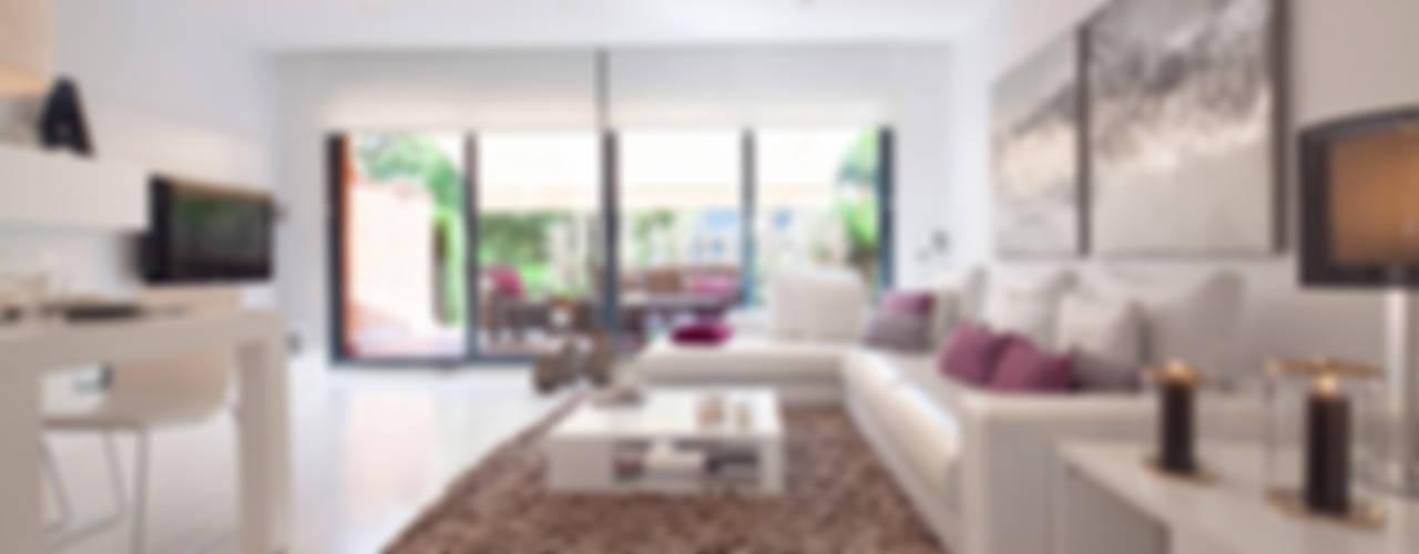 CASA UNIFAMILIAR EN LA PLAYA Salones de estilo moderno de Home Deco Decoración Moderno