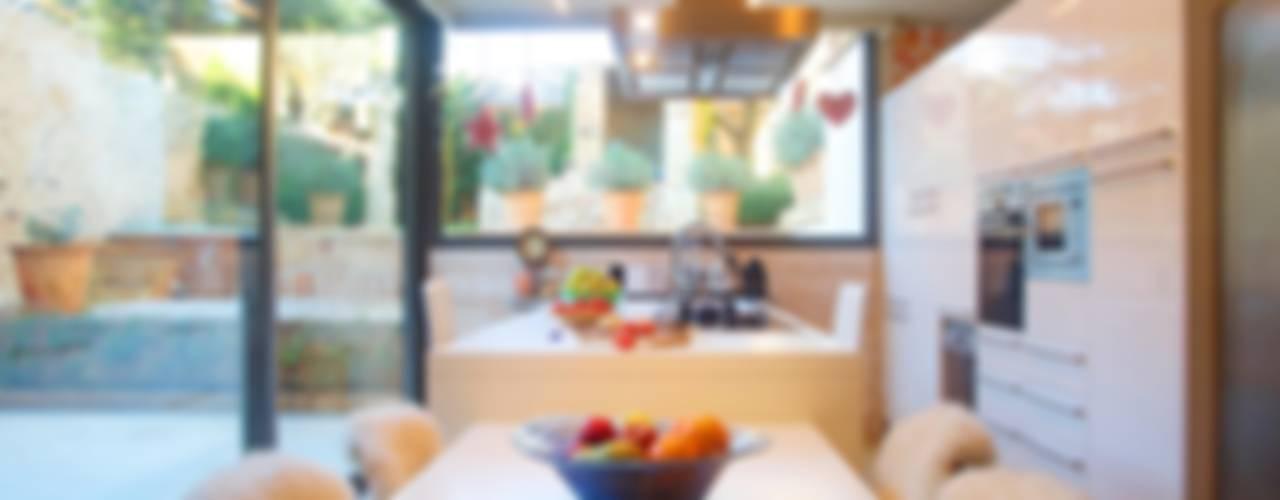 Mediterranean style kitchen by Brick Serveis d'Interiorisme S.L. Mediterranean