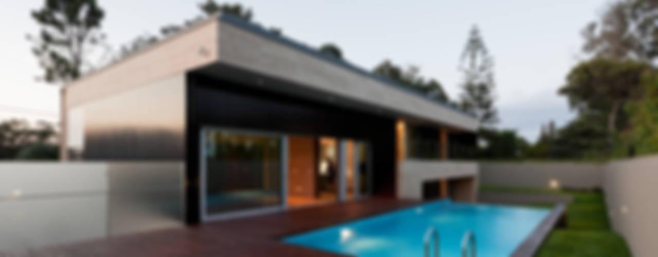 Casas modernas por XYZ Arquitectos Associados Moderno