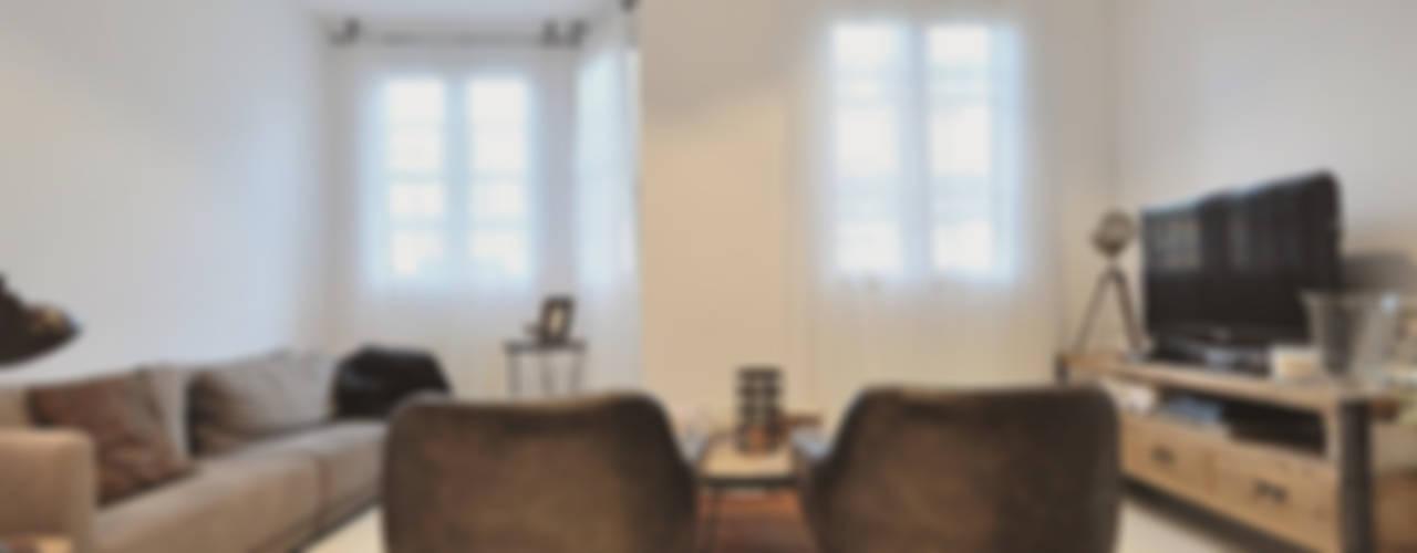 Ático nórdico Salones de estilo escandinavo de MIDO DECORACIÓN Escandinavo