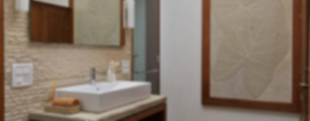 AA Villa:  Bathroom by Atelier Design N Domain