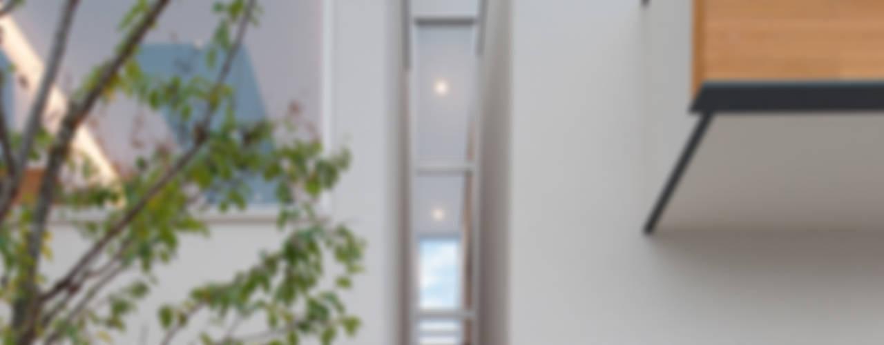 桜を望む家: 一級建築士事務所 Eee works が手掛けた家です。