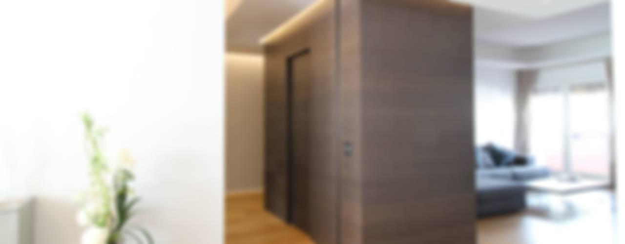 APPARTAMENTO A PALERMO - 2013: Ingresso & Corridoio in stile  di Giuseppe Rappa & Angelo M. Castiglione