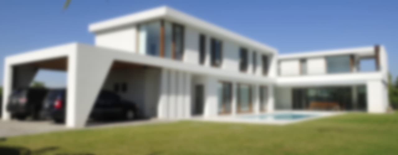 CASA EN GOLF CLUB NORDELTA, BUENOS AIRES, ARGENTINA de Ramirez Arquitectura Minimalista