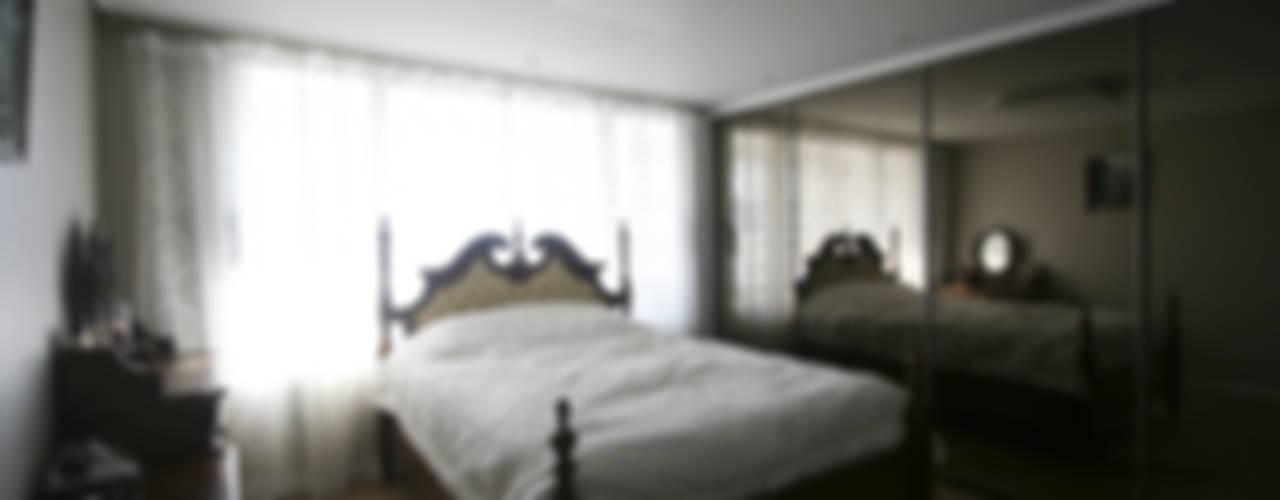 120인치 스크린이 우리집 거실에, 40py 모던한 인테리어 모던스타일 침실 by 홍예디자인 모던