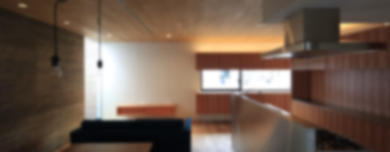Salones de estilo  de 有限会社Kaデザイン, Moderno