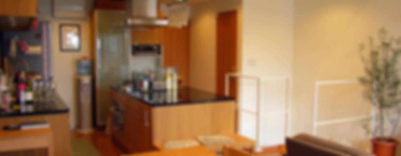 葛飾の住宅 モダンデザインの ダイニング の ㈱姫松建築設計事務所 モダン