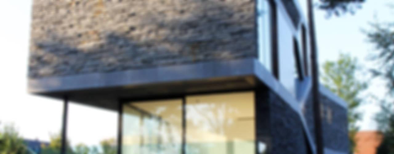 Villa van Lipzig Venlo:  Huizen door Loxodrome design&innovation,