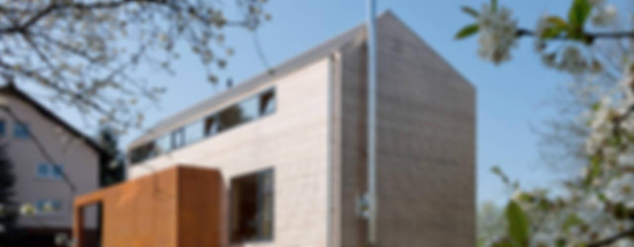 Cherry Blossom House (German Passivhaus) ÜberRaum Architects Modern Terrace
