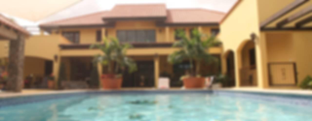 Balcones y terrazas tropicales de architectenbureau Aerlant Cloin BNA Tropical