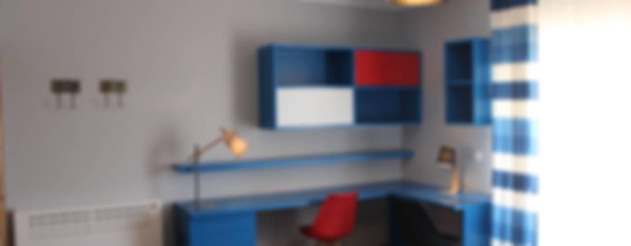 """Quartos de meninos """"Marvel Theme"""" by Andreia Louraço Design e Interiores:   por Andreia Louraço - Designer de Interiores (Contacto: atelier.andreialouraco@gmail.com),Moderno"""