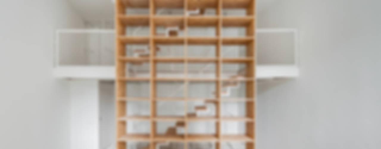 Minimalistische studeerkamer van URBAstudios Minimalistisch