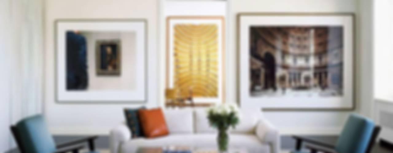 Paredes decoradas com fotos por Casa de Valentina Moderno