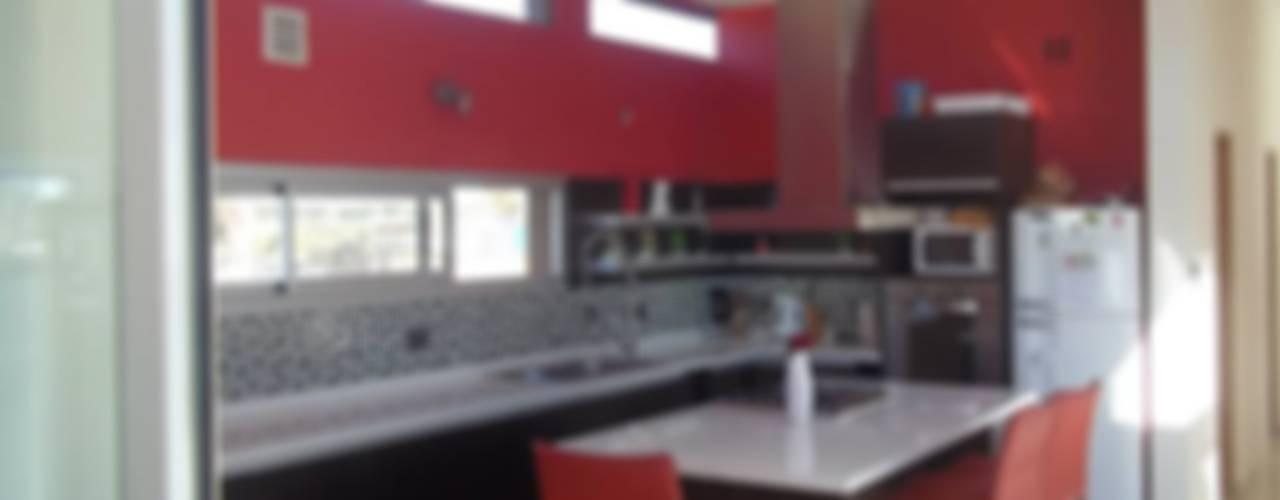 Vivienda Unifamiliar BºDon Carlos Cocinas modernas: Ideas, imágenes y decoración de concepturbano Moderno