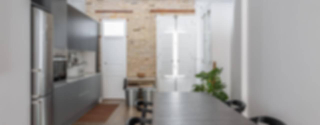 Case in stile in stile Moderno di ambau taller d´arquitectes