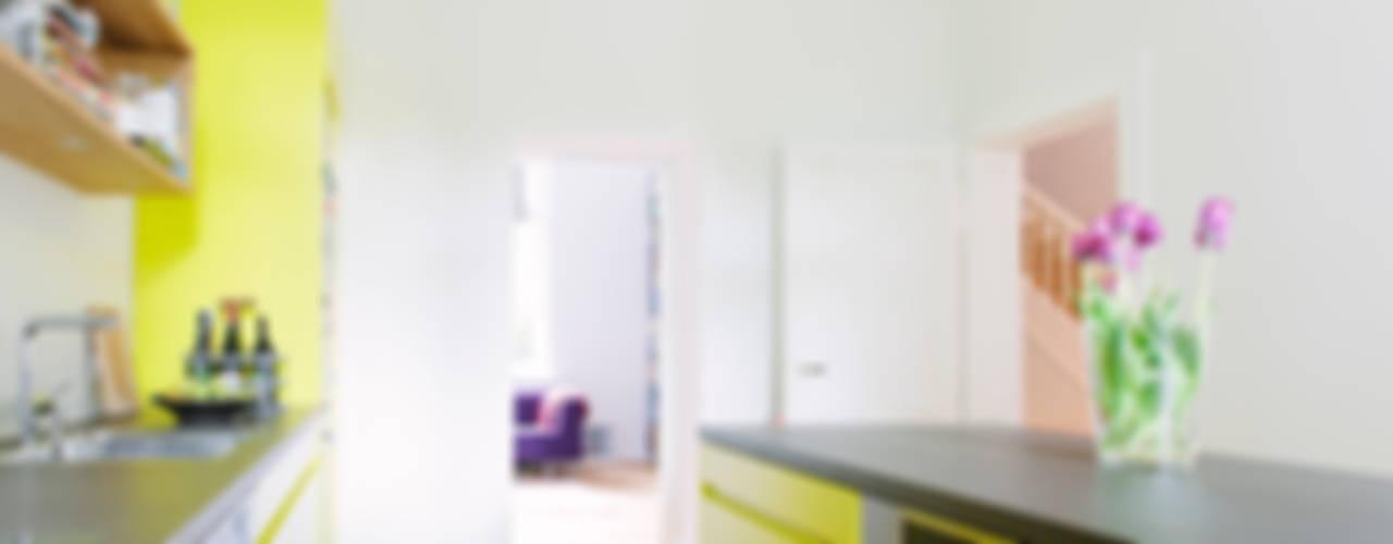 Küchenplanung und Sanierung Erdgeschoss, denkmalgeschütze Gründerzeitvilla, Bad Godesberg Minimalistische Küchen von Jan Tenbücken Architekt Minimalistisch
