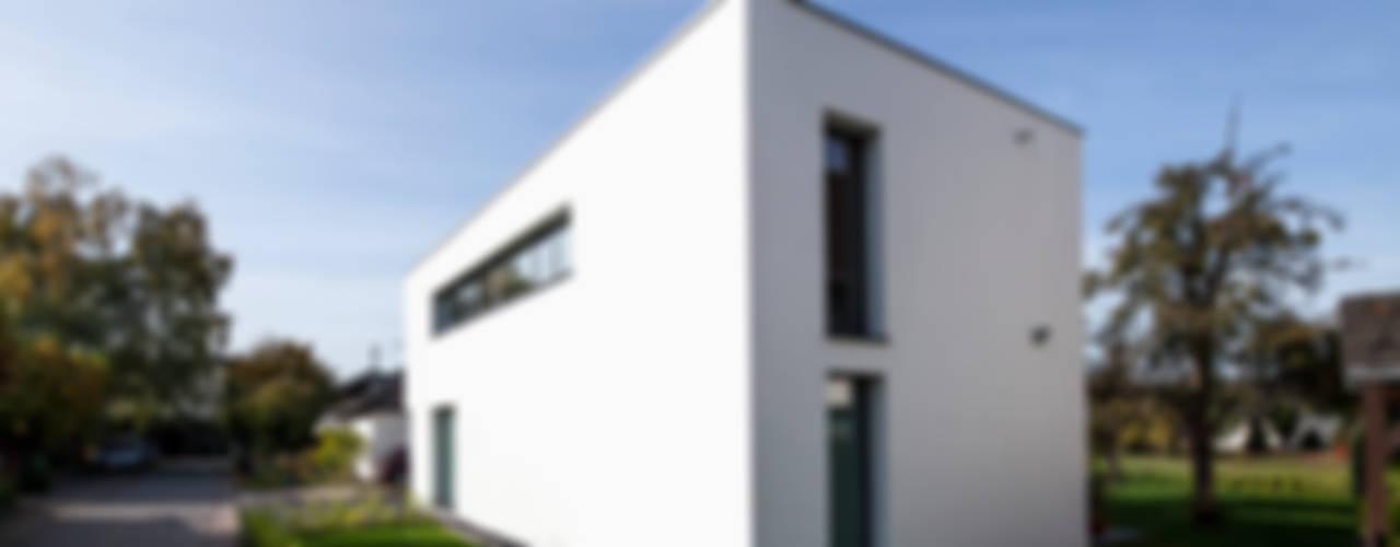 Wohnhaus Mondorf Corneille Uedingslohmann Architekten Moderne Häuser Weiß