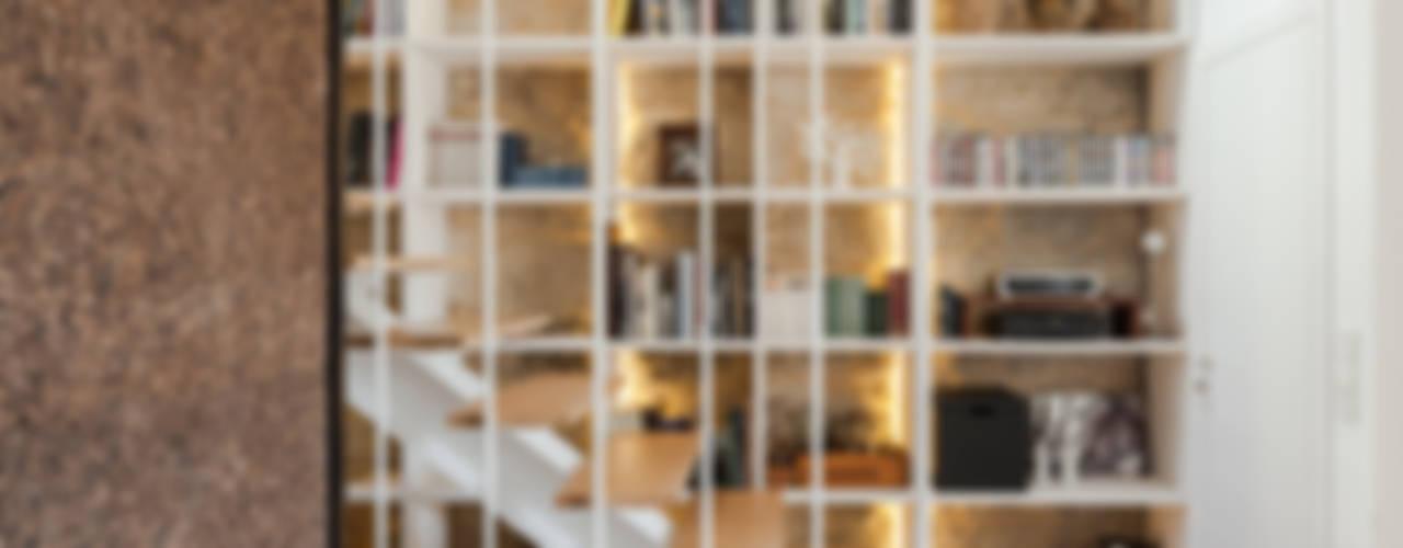 Projekty,  Korytarz, przedpokój zaprojektowane przez Floret Arquitectura