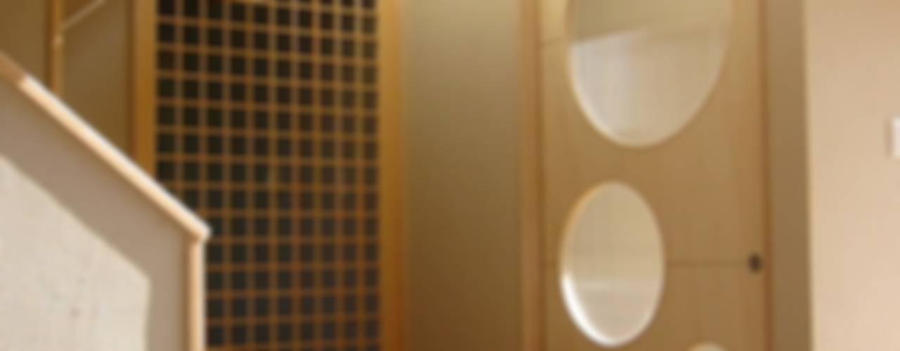 Ventanas de estilo  por 設計工房 A・D・FACTORY 一級建築士事務所