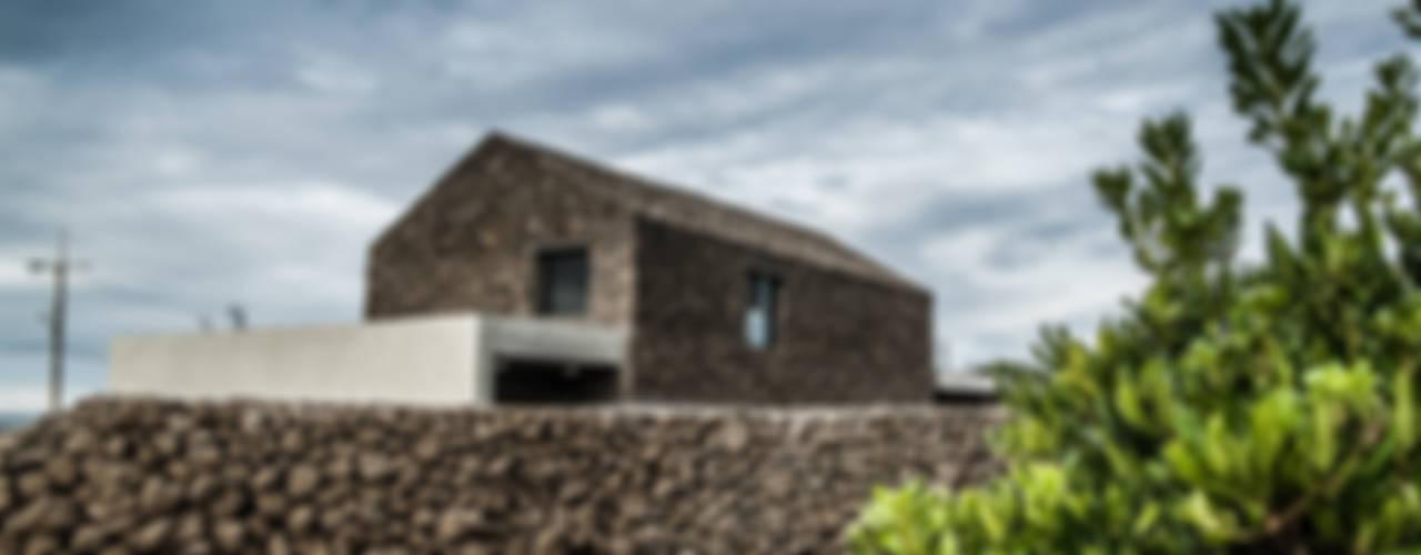 Casas modernas por ZeroLimitsArchitects Moderno