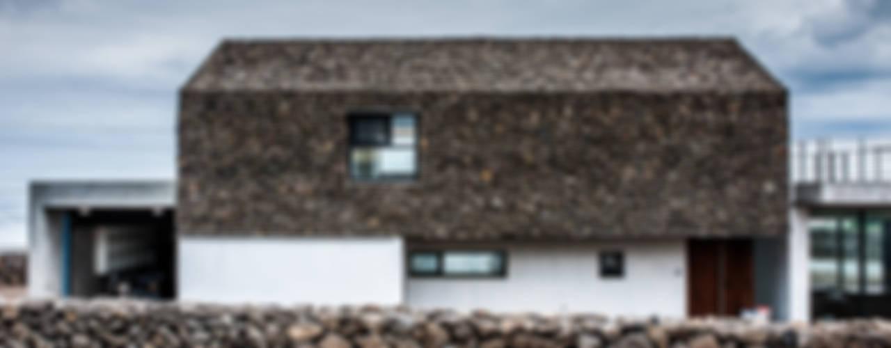 Casas modernas: Ideas, imágenes y decoración de ZeroLimitsArchitects Moderno