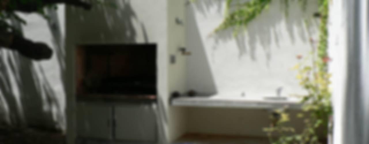 庭院 by Paula Mariasch - Juana Grichener - Iris Grosserohde Arquitectura