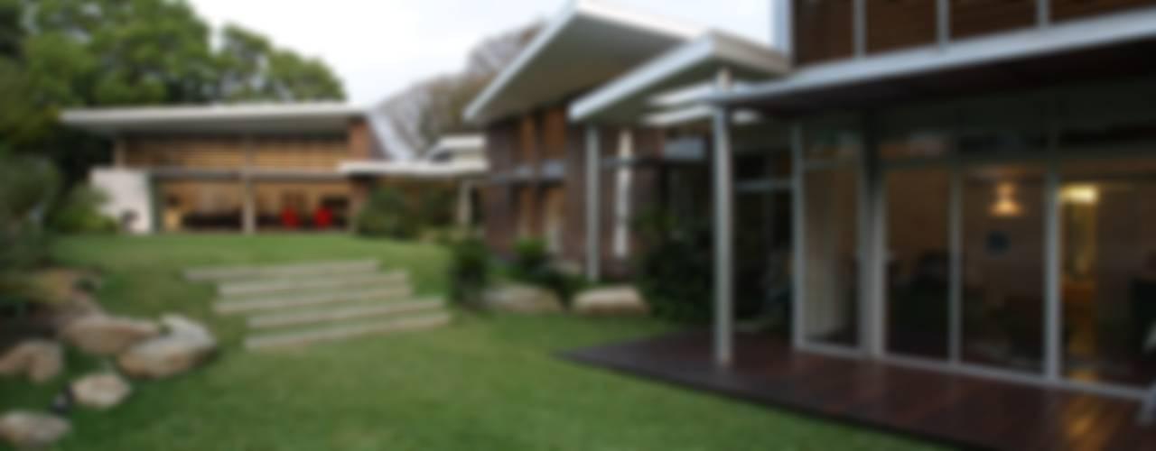 Jardines de estilo  por oda - oficina de arquitectura