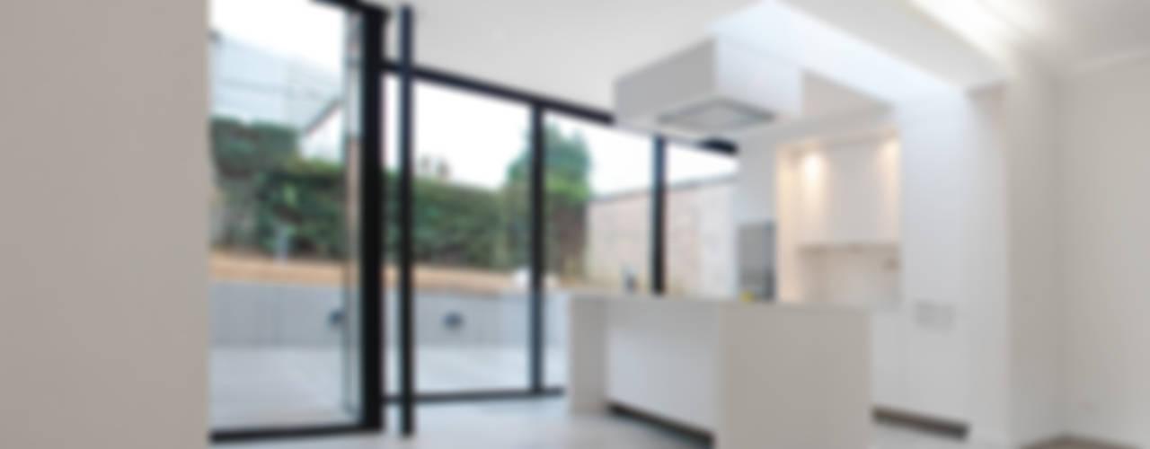 Salas de jantar minimalistas por planomatic Minimalista