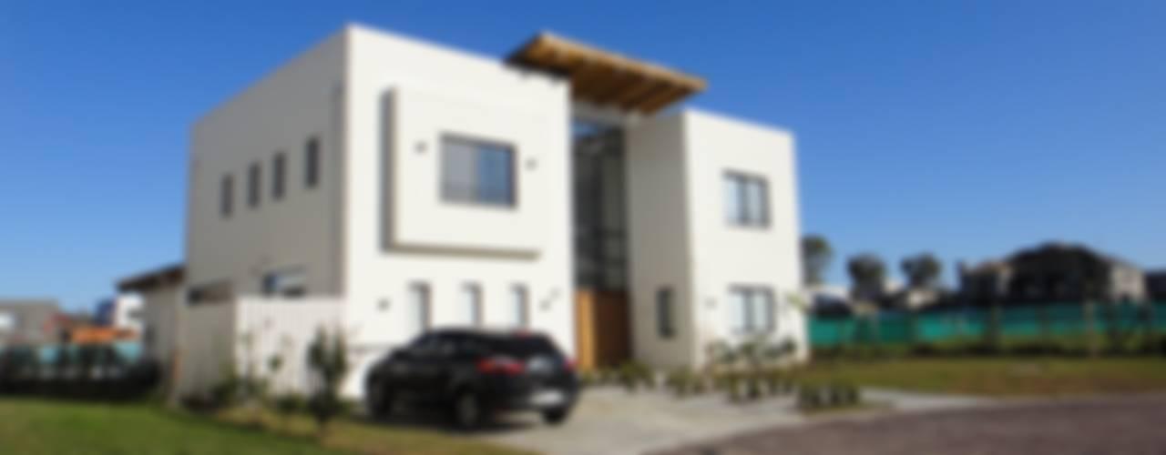 Rumah oleh 2424 ARQUITECTURA, Modern
