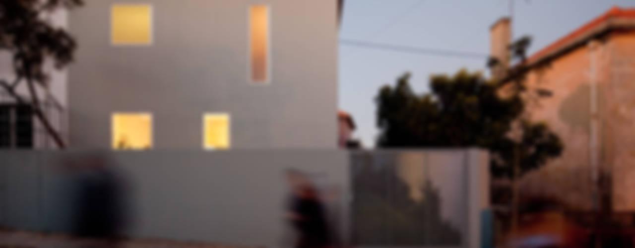 Śródziemnomorskie domy od EXTRASTUDIO Śródziemnomorski