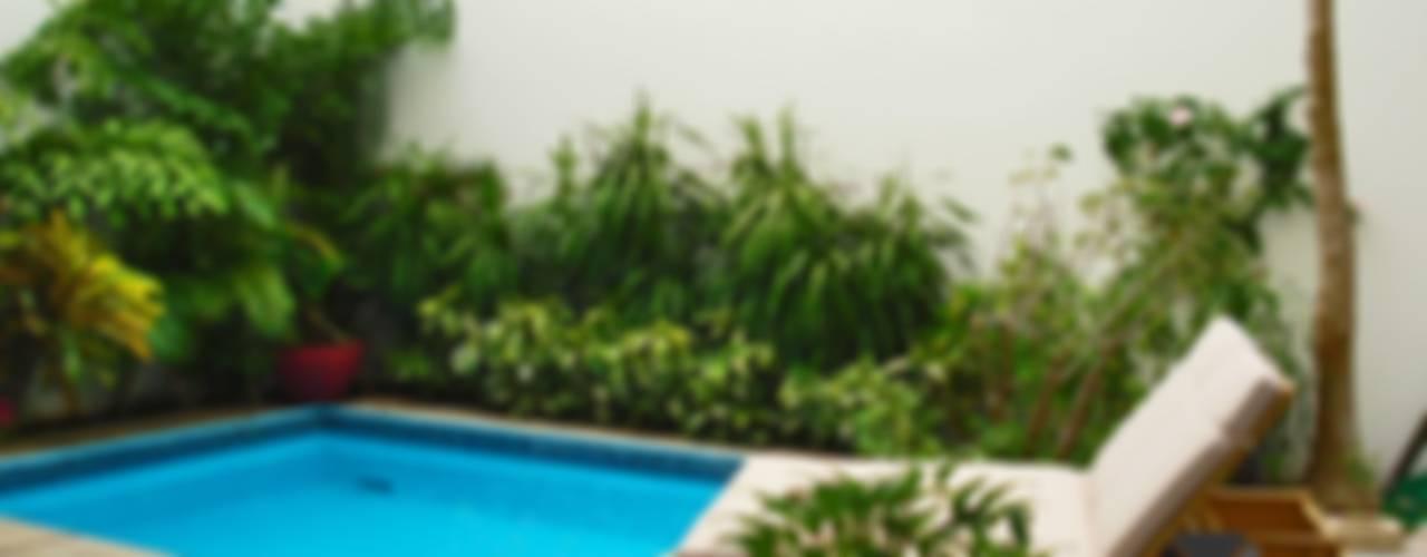 """proyecto residencial """"SR01"""" : Albercas de jardín de estilo  por PORTO Arquitectura + Diseño de Interiores, Ecléctico"""