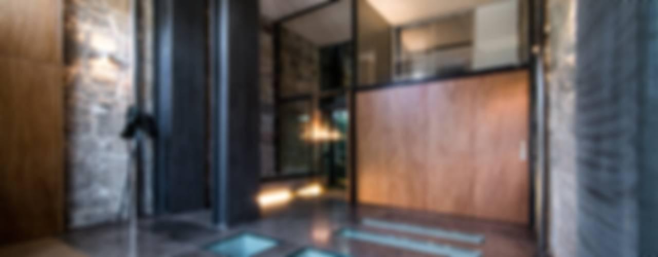 """""""Pier 67"""" Corredores, halls e escadas modernos por Arpadór, Arquitectos e Associados, lda Moderno"""