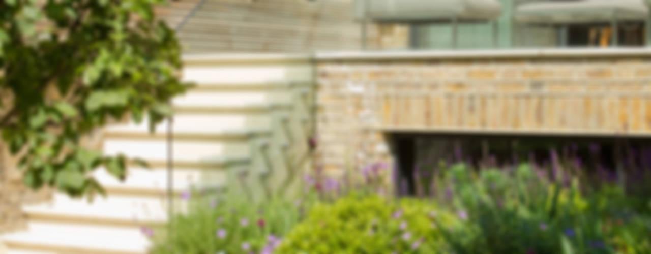 Newton Road House, Westbourne Grove Moderne balkons, veranda's en terrassen van Nash Baker Architects Ltd Modern