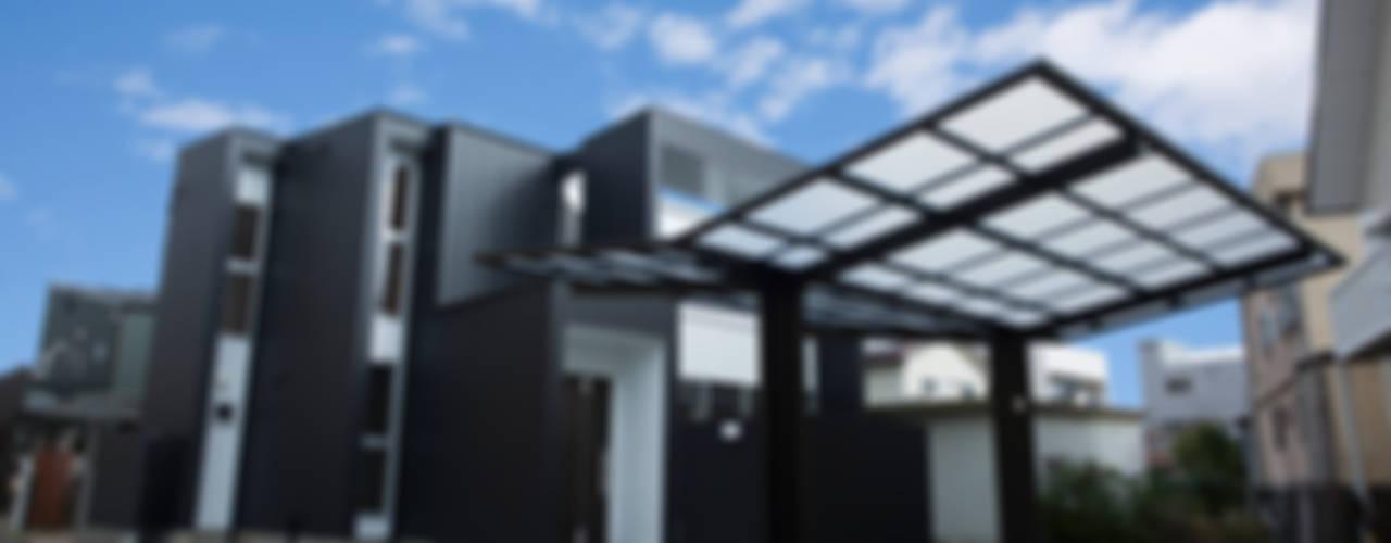 ズレて重なる壁が印象的。スタイリッシュに暮らせる家: ナイトウタカシ建築設計事務所が手掛けた家です。