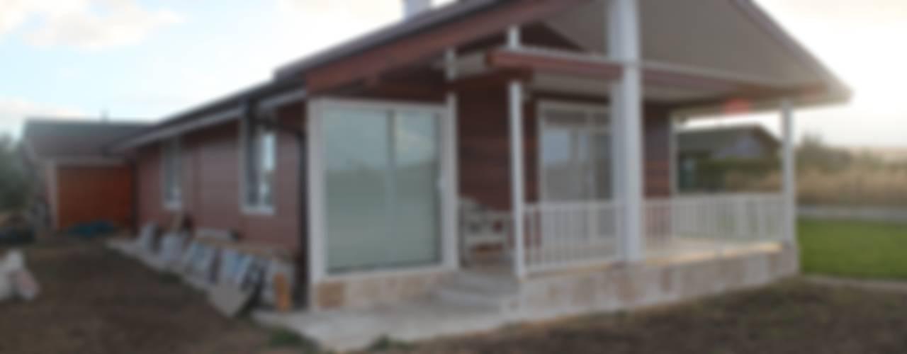 Şömineli Ahşap Ev Kırsal Balkon, Veranda & Teras Kuloğlu Orman Ürünleri Kırsal/Country