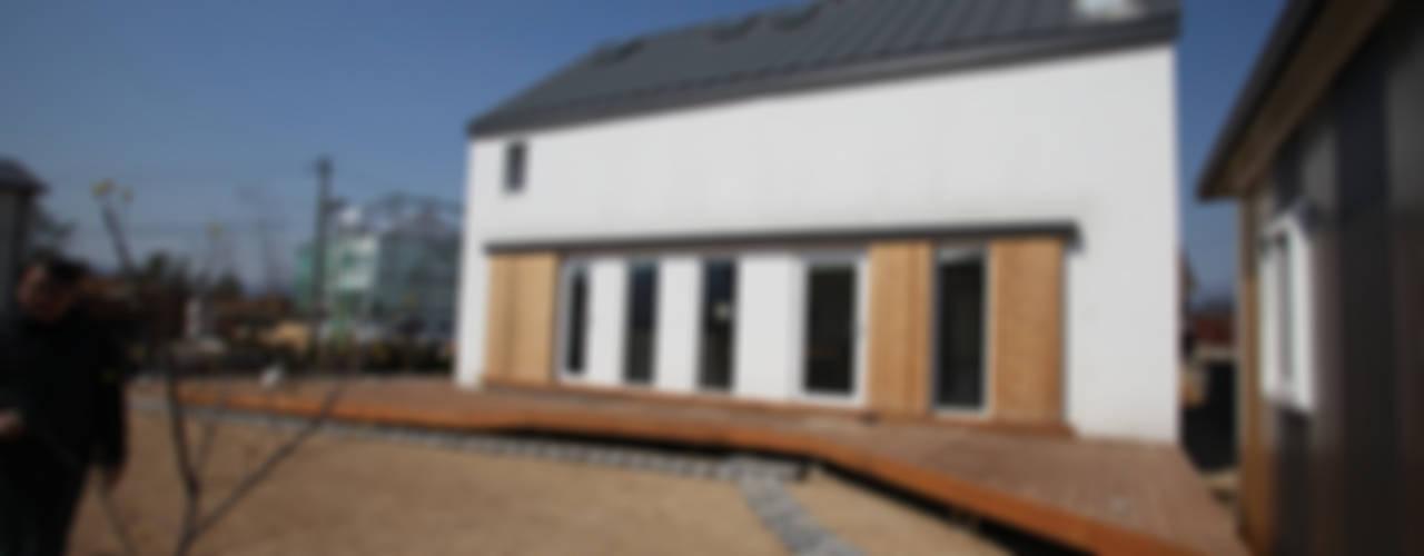 Sunlight House 빛이 쏟아지는 집: ADMOBE Architect의  주택