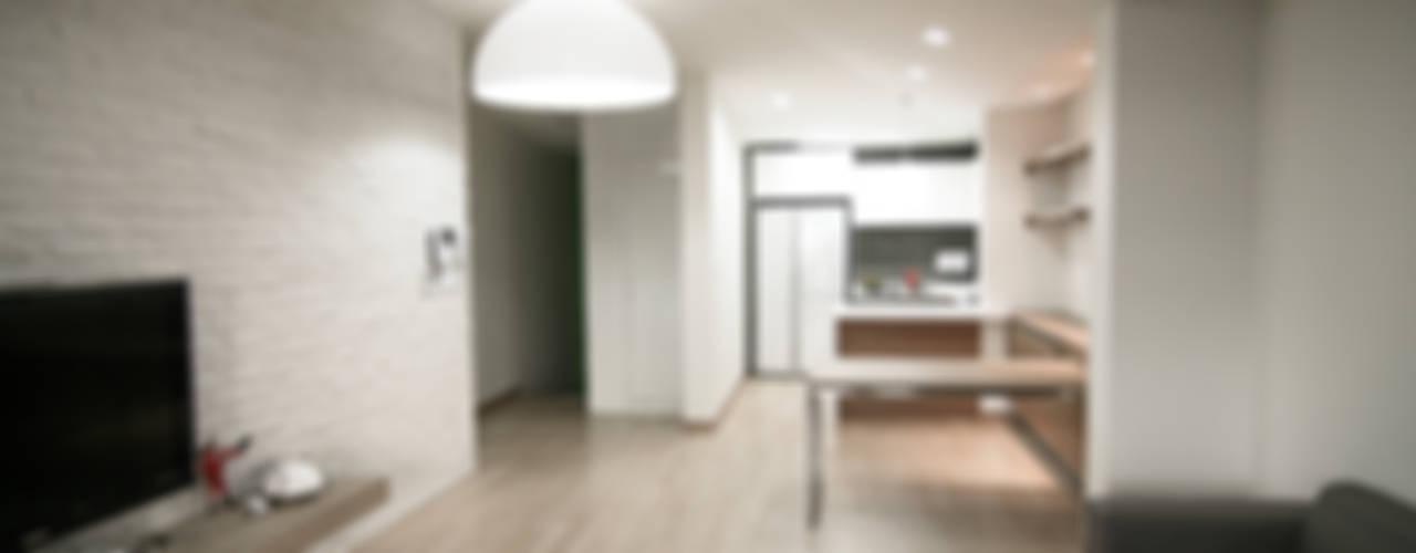 Salas de estar minimalistas por METAPHOR Minimalista