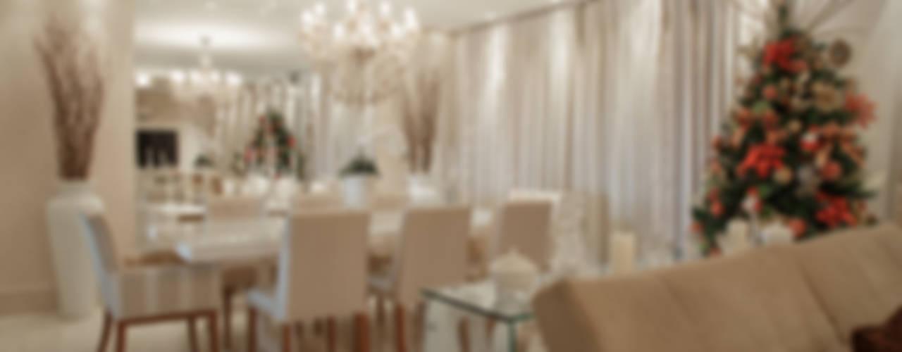 Classic style living room by Livia Martins Arquitetura e Interiores Classic