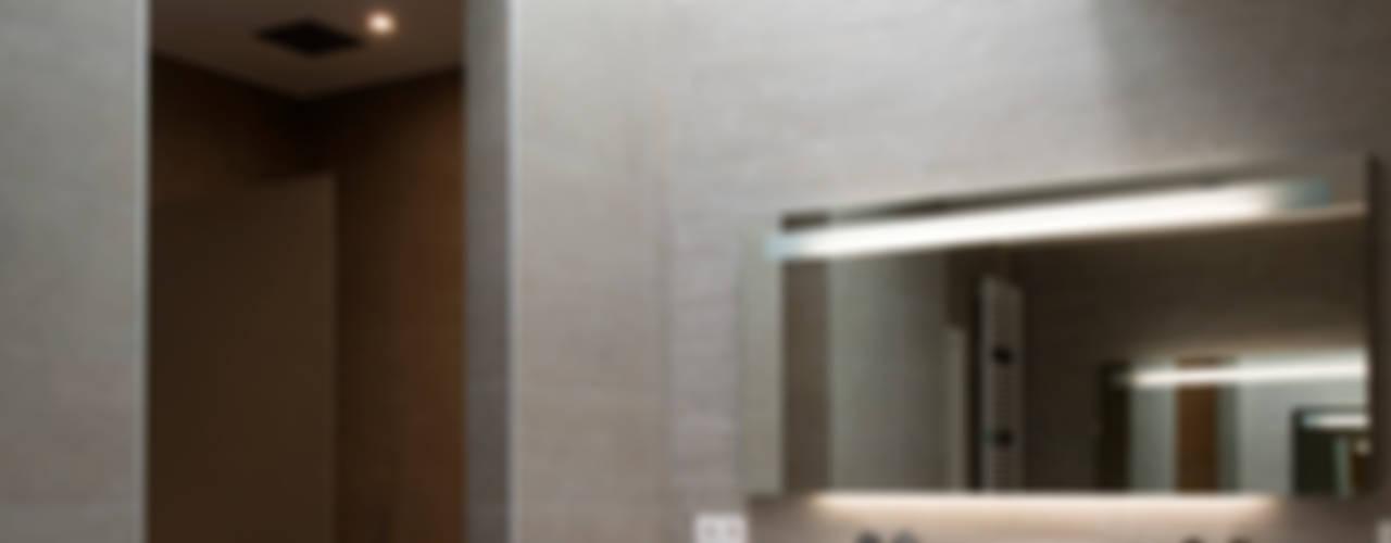 Godefroid: Salle de bains de style  par Modelmo ScPRL